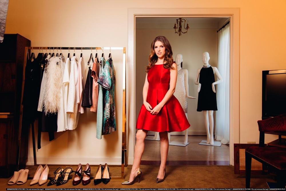 Анна Кендрик в красном платье фото 2014 год