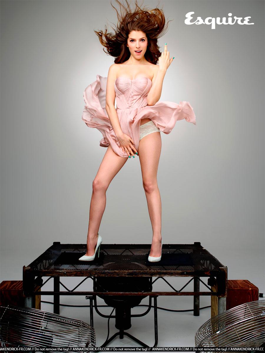 Анна Кендрик ноги фото 2015 год фотосессия
