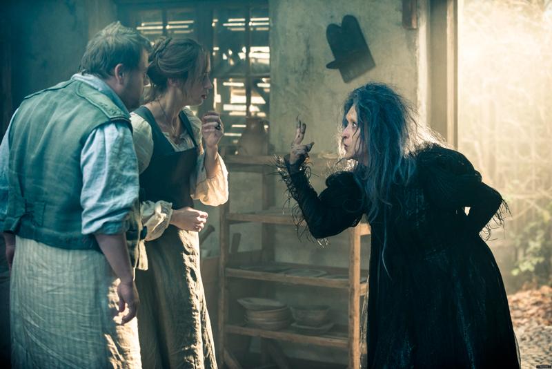 """""""Чем дальше в лес"""" Мэрил Стрип в роли ведьмы, Эмили Блант - жена пекаря"""