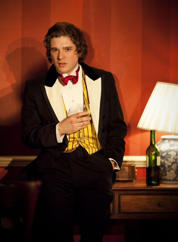 Кит Харингтон в пьесе posh