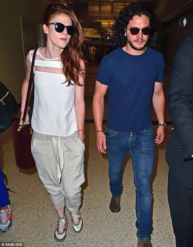 Кит Харингтон и Лесли Роуз в аэропорту Лос-Анджелеса