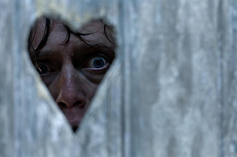 Роджер выглядывает из туалета фильм Охотники за головами