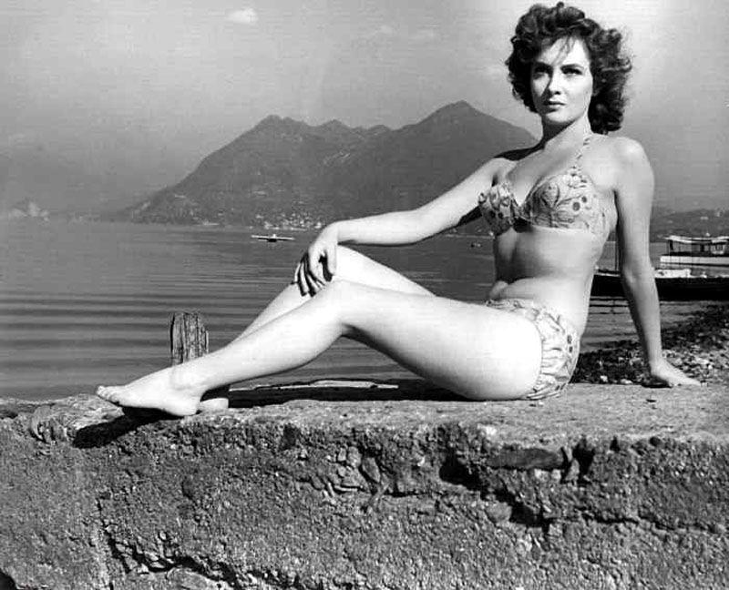 Джина Лоллобриджида фото молодая в купальнике