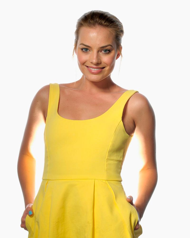 Марго Робби в желтом платье