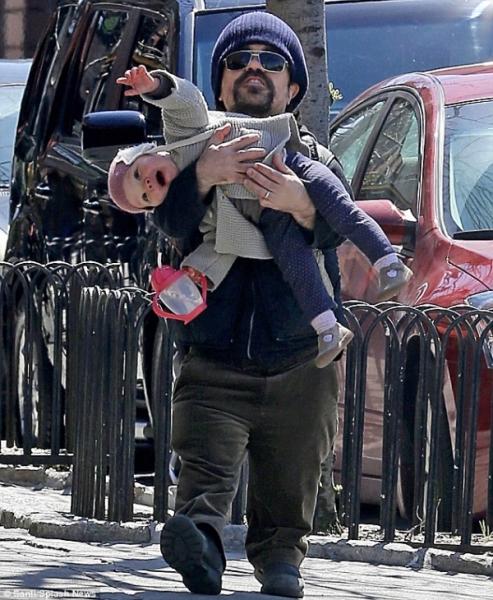 Питер Динклэйдж с дочкой