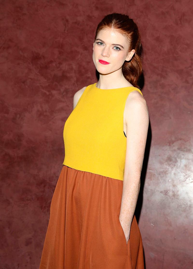 """Роуз Лесли в желто-коричневом платье на премьере фильма """"Медовый месяц"""""""