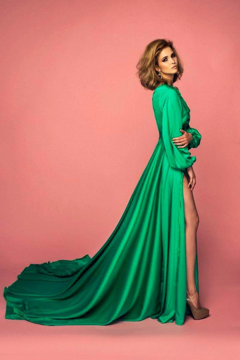 Лукерья Ильяшенко фото эротическое в зеленом платье