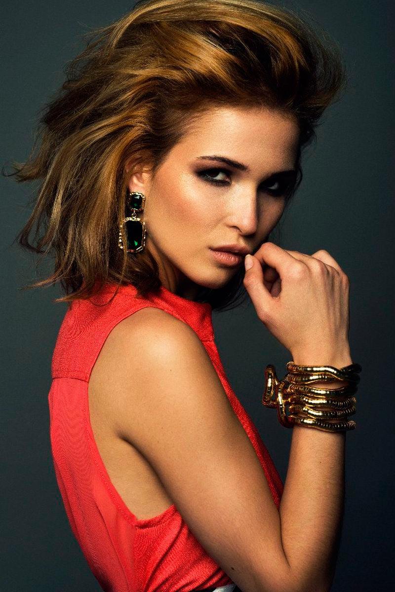 Лукерья Ильяшенко фото портрет красное платье