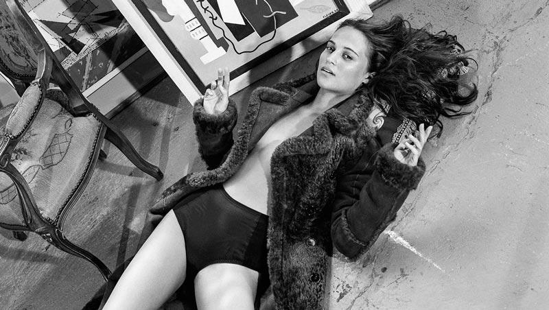 Алисия Викандер в купальнике на пляже и эротические фото